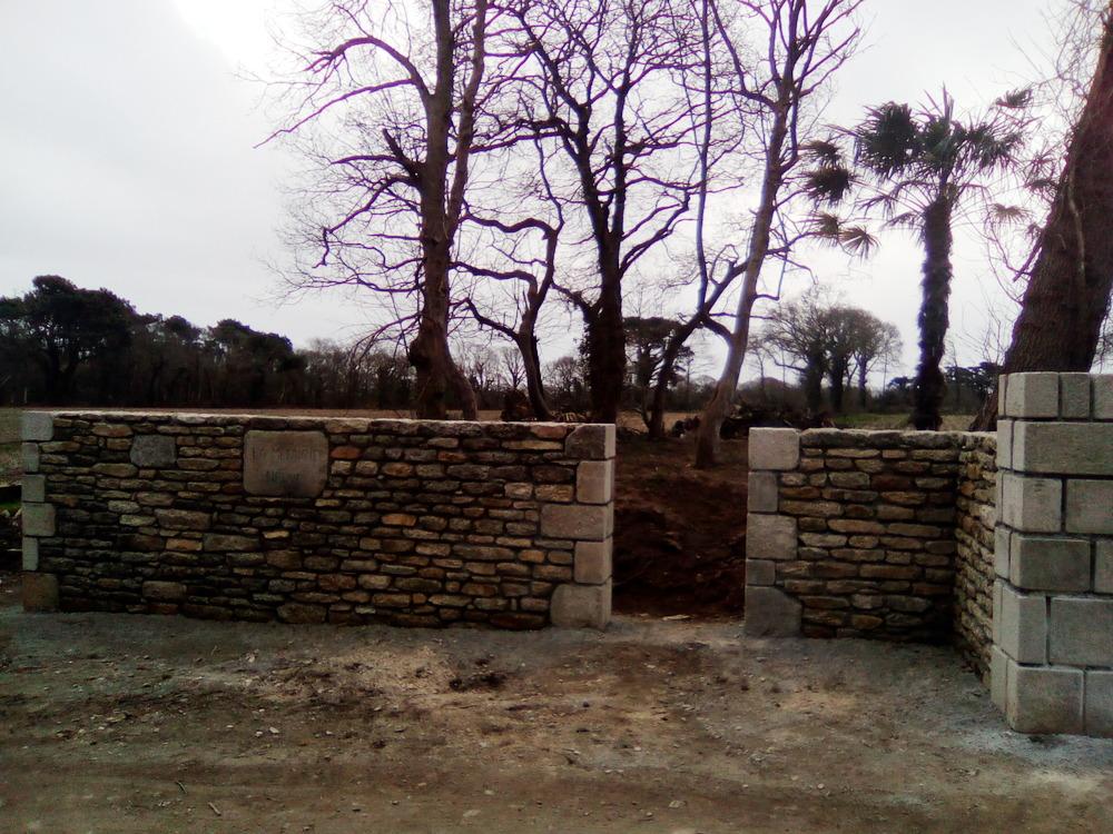 construction d'un mur en pierres de taille à Quimper